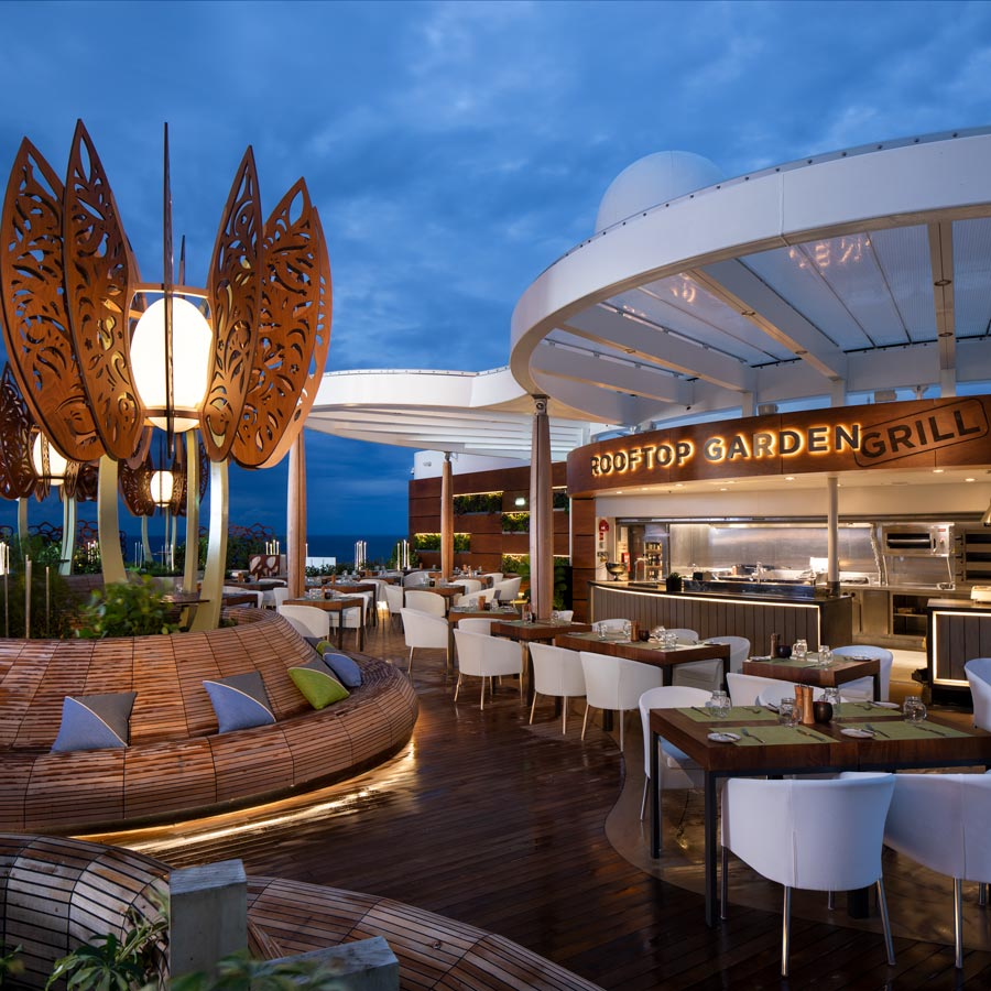 Restaurantul Rooftop Garden Grill